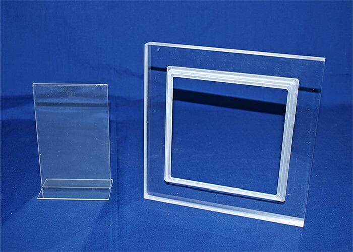 plastiques-forget-realisations-demonstrateur-presentoire